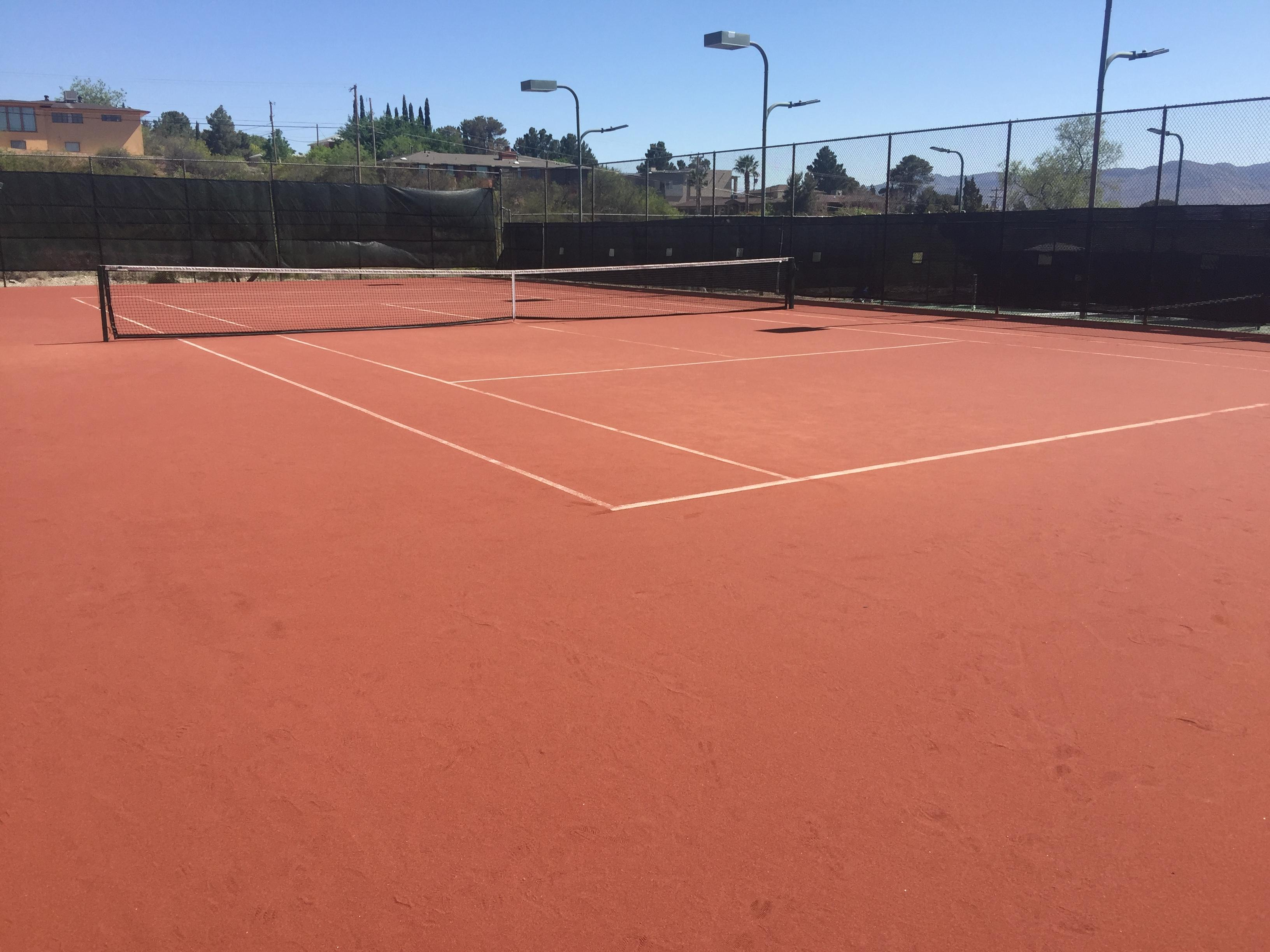 Clay court at El Paso Tennis Club near Kern
