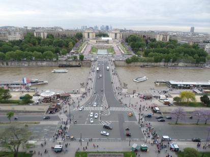 A view from the Eiffel Tower looking north at the Jardins du Trocadero and the Pallais de