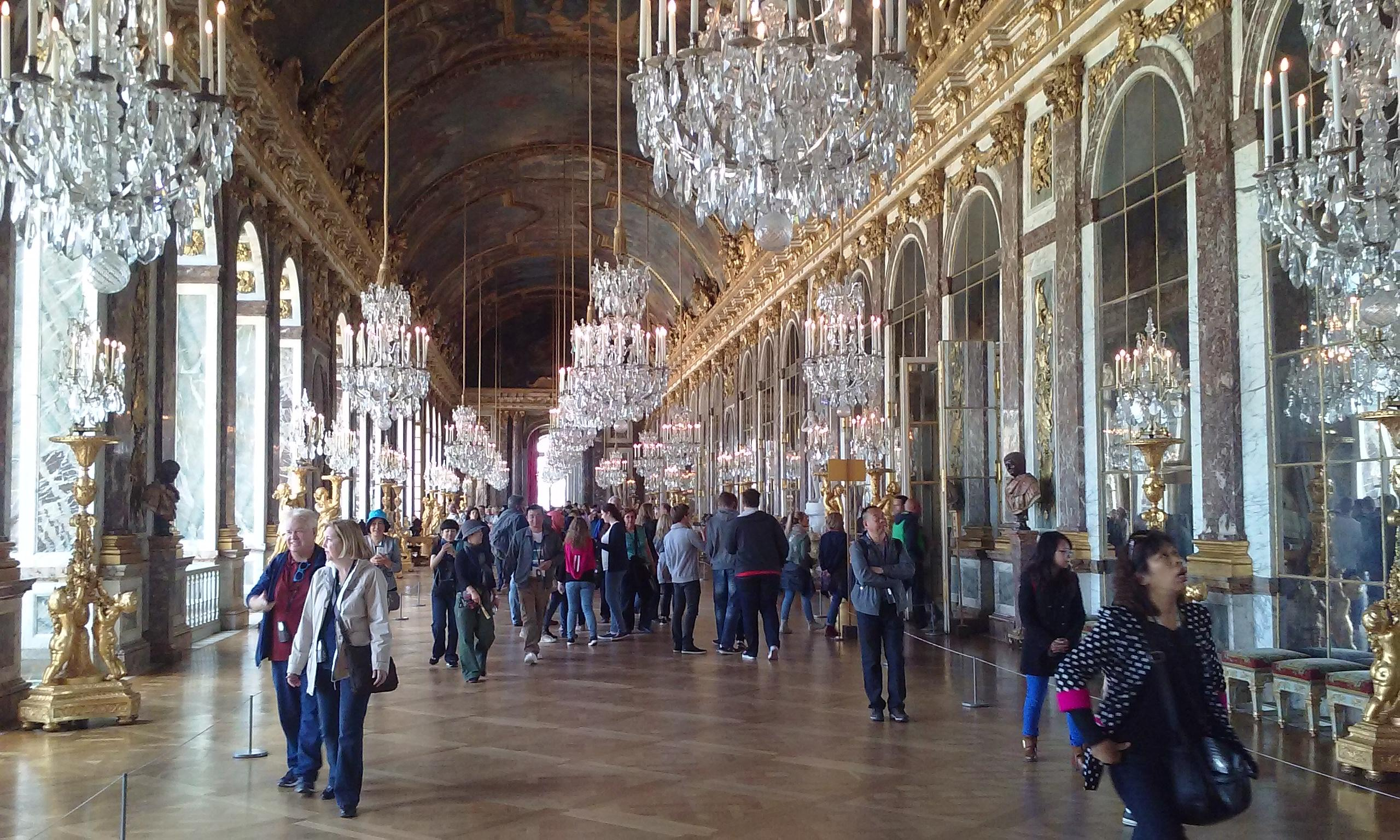Chateau de Versailles. Hall of Mirrors.